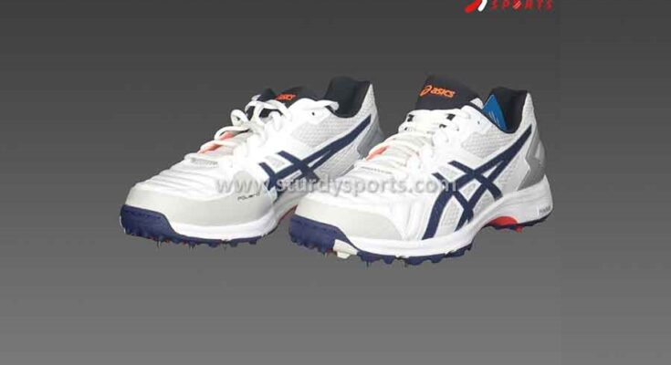 Right Cricket Shoes